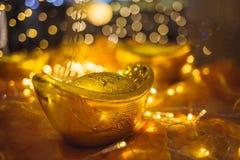 Διακοσμητικά χρυσά πλινθώματα και φω'τα των οδηγήσεων Στοκ φωτογραφίες με δικαίωμα ελεύθερης χρήσης