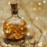 Διακοσμητικά χρυσά φύλλα στο μπουκάλι Στοκ Εικόνες