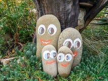 Διακοσμητικές πέτρες με την εικόνα των αστείων προσώπων Στοκ Φωτογραφία