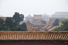 Διακοσμητικές στέγες των αρχαίων περίπτερων στην απαγορευμένη πόλη στο Πεκίνο, Κίνα στοκ εικόνα