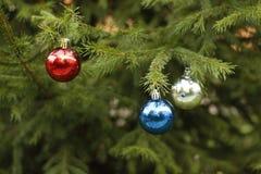 Διακοσμητικές σφαίρες Χριστούγεννο-δέντρων Στοκ εικόνα με δικαίωμα ελεύθερης χρήσης