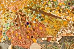 Διακοσμητική διακόσμηση τοίχων μωσαϊκών από το κεραμικό σπασμένο κεραμίδι Στοκ Φωτογραφία