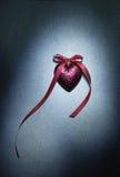 Διακοσμητική καρδιά με την κορδέλλα στοκ φωτογραφίες με δικαίωμα ελεύθερης χρήσης