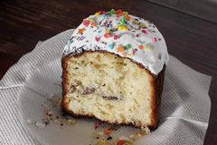 διακοσμητική παράδοση Πάσχας κέικ ψωμιού ψωμί εορταστικό Άσπρη πίτα φοντάν στοκ εικόνες