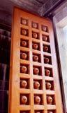 Διακοσμητική πόρτα ναών Στοκ φωτογραφία με δικαίωμα ελεύθερης χρήσης