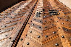 διακοσμητική πόρτα ξύλινη Στοκ εικόνες με δικαίωμα ελεύθερης χρήσης