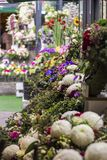 διακοσμητική floral απεικόνιση δύο λουλουδιών καρτών ανθοδεσμών ανασκόπησης διάνυσμα στοκ φωτογραφία