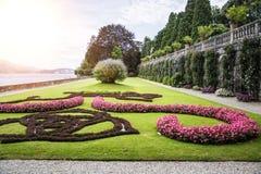 Διακοσμητικοί, σύνθετοι κήπος και πηγή Στοκ φωτογραφία με δικαίωμα ελεύθερης χρήσης