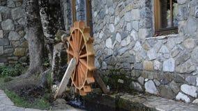 Διακοσμητικός παραδοσιακός υδρόμυλος απόθεμα βίντεο