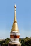 Διακοσμητικός πυργίσκος στη στέγη ενός βουδιστικού ναού Στοκ Φωτογραφίες