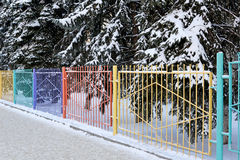 Διακοσμητικός χρωματισμένος φράκτης Στοκ φωτογραφία με δικαίωμα ελεύθερης χρήσης