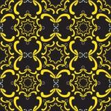Διακοσμητικό άνευ ραφής πρότυπο Κίτρινα στοιχεία καμπυλών στο Μαύρο Στοκ φωτογραφία με δικαίωμα ελεύθερης χρήσης