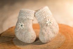 Διακοσμητικό αναμνηστικό, χειροποίητες αισθητές μπότες Στοκ Φωτογραφία