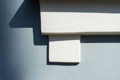 Διακοσμητικό αρχιτεκτονικό στοιχείο στον τοίχο Στοκ εικόνα με δικαίωμα ελεύθερης χρήσης