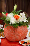 Διακοσμητικό βάζο με τα λουλούδια Στοκ Εικόνες