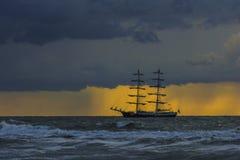 διακοσμητικό διάνυσμα ηλιοβασιλέματος σκαφών απεικόνισης σχεδίου γραφικό Στοκ Εικόνες