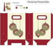 Διακοσμητικό κιβώτιο δώρων με τις σφαίρες Χριστουγέννων Στοκ Φωτογραφίες