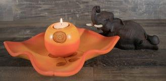 Διακοσμητικό κύπελλο με τον αριθμό κεριών και ελεφάντων Στοκ φωτογραφία με δικαίωμα ελεύθερης χρήσης