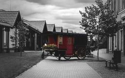 Διακοσμητικό μέρος ενός παλαιού τραίνου σε μια οδό πόλεων Στοκ Φωτογραφίες