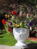 Διακοσμητικό δοχείο λουλουδιών Στοκ εικόνα με δικαίωμα ελεύθερης χρήσης