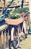 Διακοσμητικό ποδήλατο για τα λουλούδια, τέχνες, διακόσμηση Στοκ φωτογραφίες με δικαίωμα ελεύθερης χρήσης