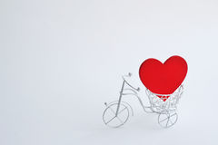 Διακοσμητικό ποδήλατο με την καρδιά Τρόπος υποβάθρου Στοκ Φωτογραφίες
