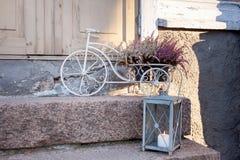 Διακοσμητικό ποδήλατο στο μέρος, διακόσμηση Χριστουγέννων Στοκ Φωτογραφία