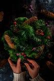 Διακοσμητικό πράσινο στεφάνι Χριστουγέννων Στοκ φωτογραφία με δικαίωμα ελεύθερης χρήσης