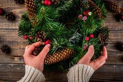 Διακοσμητικό πράσινο στεφάνι Χριστουγέννων Στοκ φωτογραφίες με δικαίωμα ελεύθερης χρήσης