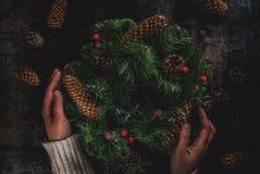 Διακοσμητικό πράσινο στεφάνι Χριστουγέννων Στοκ Εικόνες