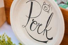 Διακοσμητικό χοιρινό κρέας πιάτων και κειμένων Στοκ φωτογραφίες με δικαίωμα ελεύθερης χρήσης