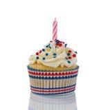 Διακοσμητικό cupcake για το τέταρτο του Ιουλίου στο άσπρο υπόβαθρο Στοκ Εικόνα