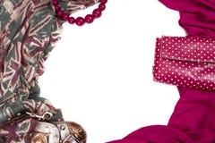 Διακοσμητικό draping πλαίσιο του κλωστοϋφαντουργικού προϊόντος Γυναικών εξαρτημάτων μαντίλι ρόδινη τσάντα δώρων χαντρών σημαιών σ Στοκ Εικόνες