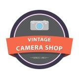 Διακριτικά και ετικέτες για το κατάστημα καμερών με τον εικονογράφο στοκ εικόνες