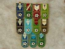 """Διακριτικά με την επιγραφή """"λέσχη και το έτος νίκης """"- από τη σειρά """"πρωτοπόροι της ΕΣΣΔ στο ποδόσφαιρο """" closeup Faleristics στοκ φωτογραφία"""