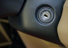 Διακόπτης κλειδαροτρυπών αυτοκινήτων για την έναρξη και τη στάση μηχανών, για την έναρξη Στοκ φωτογραφία με δικαίωμα ελεύθερης χρήσης