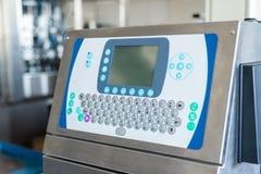 Διακόπτης κουμπιών του βιομηχανικού αριθμητικού πληκτρολογίου πινάκων ελέγχου με την οθόνη για τη ρύθμιση των παραμέτρων της μηχα στοκ εικόνα