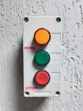 Διακόπτης με τα τρεις κουμπιά, έναρξη και στάση στοκ εικόνα