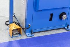 Διακόπτης ποδιών για τη λειτουργία μηχανών έναρξης/στάσεων στοκ εικόνες με δικαίωμα ελεύθερης χρήσης