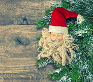 Διακόσμηση Άγιος Βασίλης Χριστουγέννων με το κόκκινο καπέλο κόκκινος τρύγος ύφους κρίνων απεικόνισης Στοκ φωτογραφίες με δικαίωμα ελεύθερης χρήσης