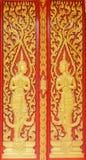 Διακόσμηση αγγέλου της βουδιστικής πόρτας ναών στο thani του Σουράτ, Ταϊλάνδη Στοκ Εικόνα