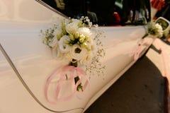 Διακόσμηση ανθοδεσμών λουλουδιών στο αυτοκίνητο Στοκ Φωτογραφίες