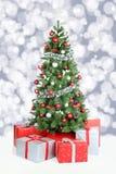 Διακόσμηση αστεριών χιονιού εμβλημάτων υποβάθρου χριστουγεννιάτικων δέντρων Στοκ Εικόνα