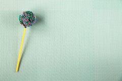 Διακόσμηση βιομηχανιών ζαχαρωδών προϊόντων, κέικ σε ένα ραβδί Στοκ Εικόνα