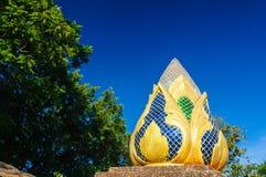 Διακόσμηση γλυπτών λουλουδιών Lotus σε Wat Doi Kham Στοκ εικόνα με δικαίωμα ελεύθερης χρήσης