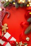 Διακόσμηση δώρων Χριστουγέννων και χριστουγεννιάτικων δέντρων διακοπών  Χριστούγεννα ι στοκ φωτογραφίες με δικαίωμα ελεύθερης χρήσης