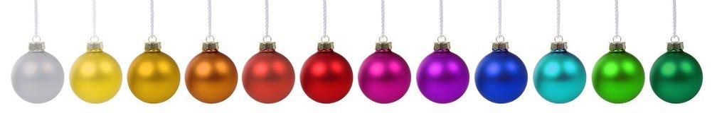 Διακόσμηση εμβλημάτων μπιχλιμπιδιών σφαιρών Χριστουγέννων σε μια σειρά που απομονώνεται Στοκ φωτογραφία με δικαίωμα ελεύθερης χρήσης