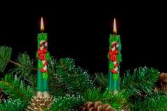 Διακόσμηση εμφάνισης με το κάψιμο του κεριού αφηρημένο ανασκόπησης Χριστουγέννων σκοτεινό διακοσμήσεων σχεδίου λευκό αστεριών προ Στοκ εικόνες με δικαίωμα ελεύθερης χρήσης