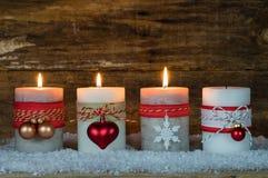 Διακόσμηση εμφάνισης με τρία καίγοντας κεριά Στοκ Εικόνα