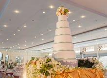 Διακόσμηση κέικ για τη γαμήλια τελετή Στοκ εικόνα με δικαίωμα ελεύθερης χρήσης
